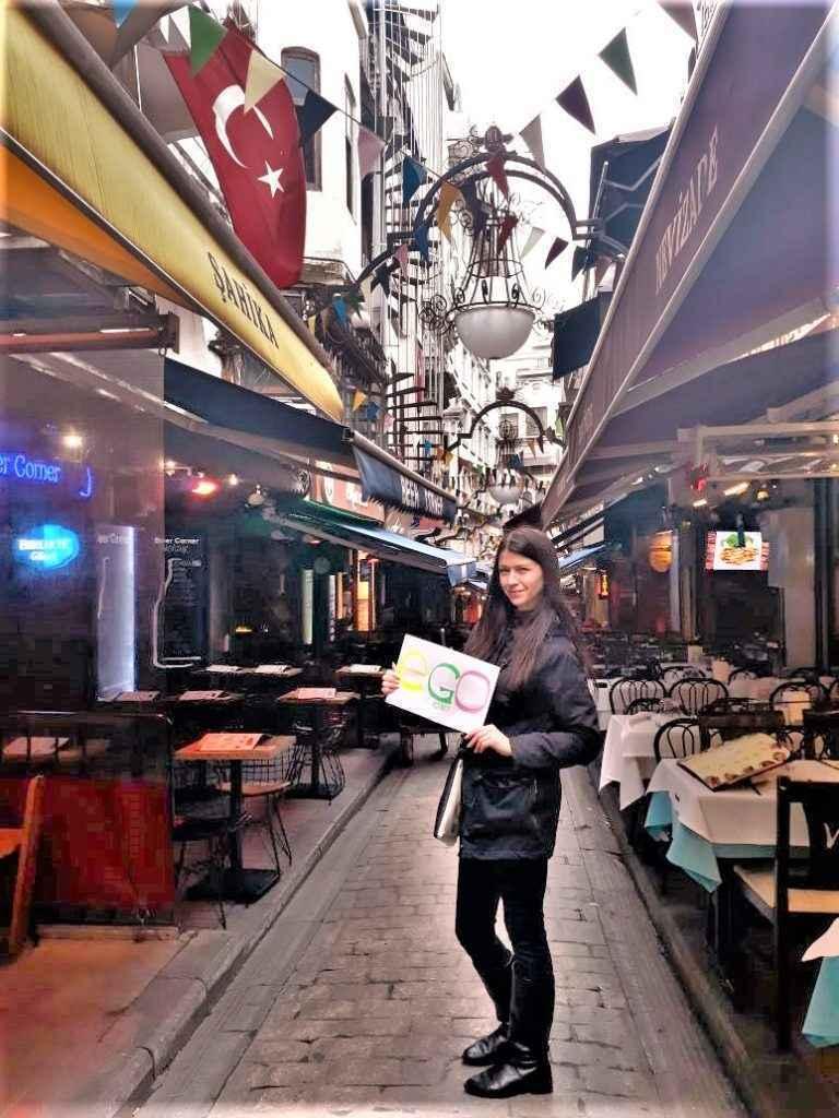 Девушка хостес в Турции - фото-отзыв