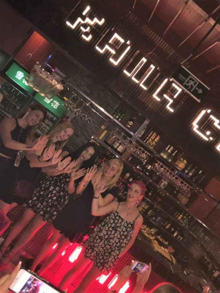Девушки хостес в ночном клубе Китая